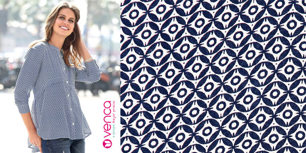 Blusa Venca en color azul con estampado geométrico