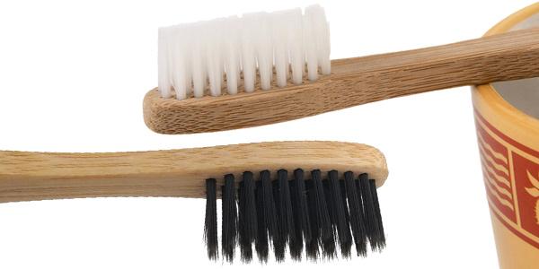 Pack de 2 cepillos de dientes de bambú en AliExpress