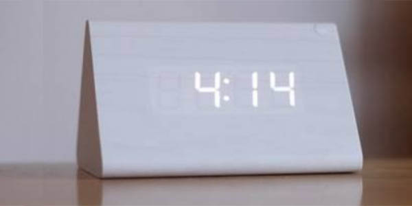 Reloj despertador con termómetro en color blanco
