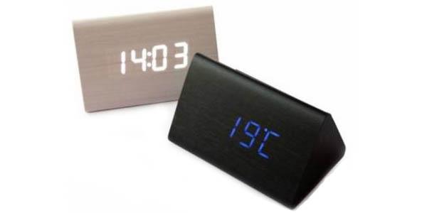 Reloj despertador de madera con termómetro